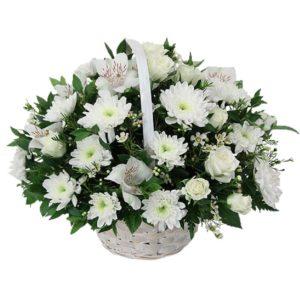 Cestino di fiori misti bianchi
