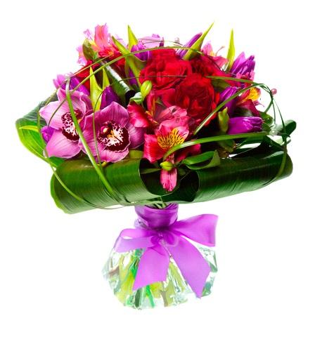 Bouquet rosso e fucsia con rose e alstroemerie